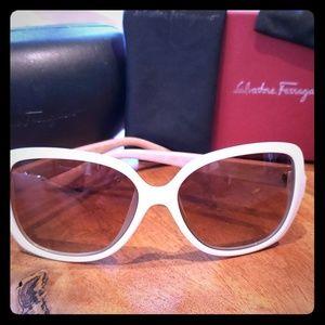 Salvatore Ferragamo SF715S Sunglasses NIB